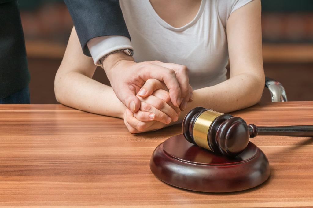 cómo escoger un abogado penal
